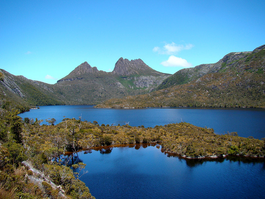 15 Best Tasmanian Landmarks - Cradle Mountain behind Dove Lake
