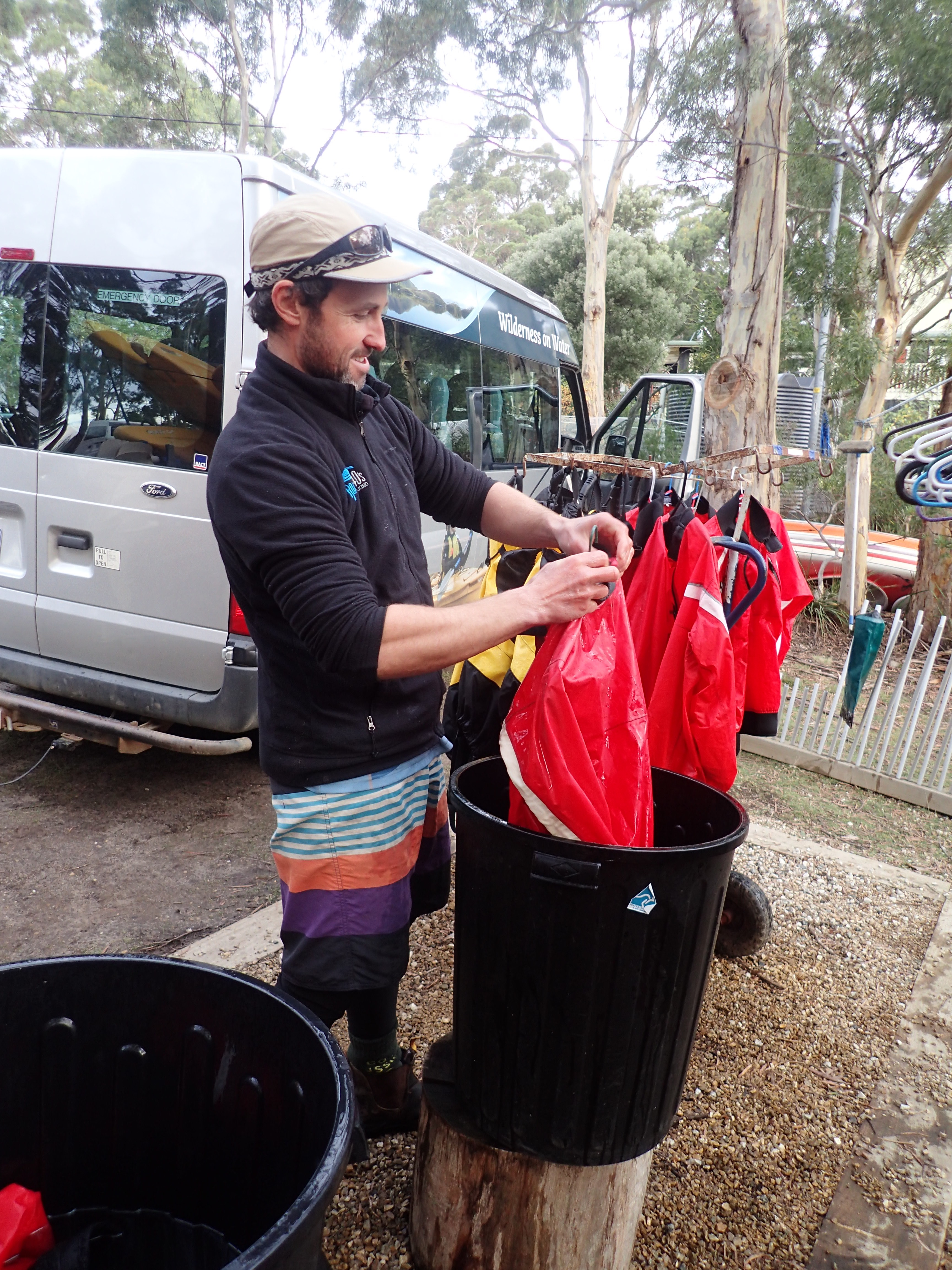 Kayak Hygiene - cleaning a kayak