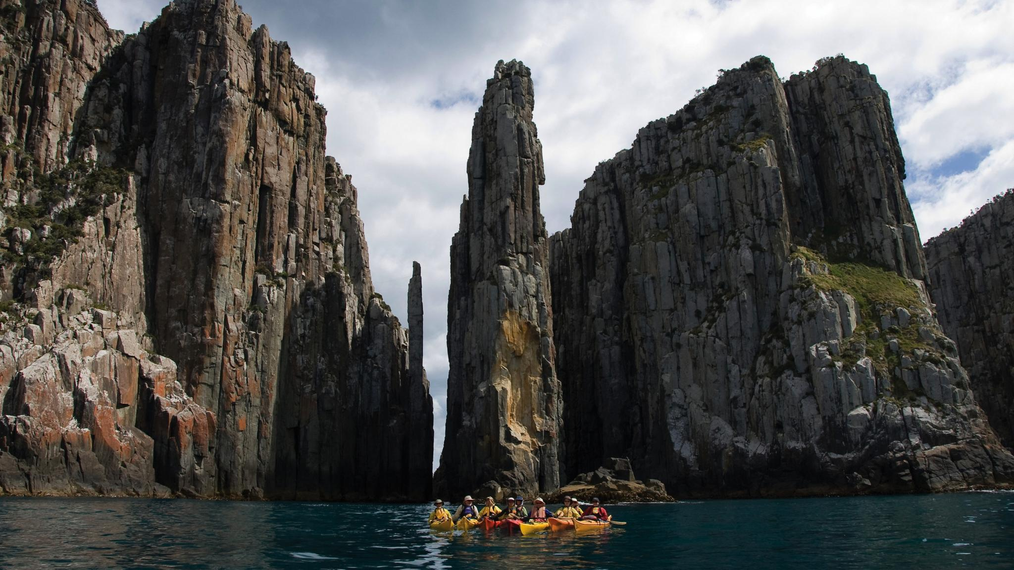 15 Best Tasmanian Landmarks - Kayaking at Fortescue Bay, Tasman Peninsula
